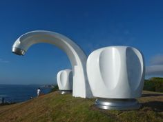 sculpture by the sea - a free annual art exhibition in Sydney and Perth Land Art, Sea Sculpture, Metal Sculptures, Abstract Sculpture, Bronze Sculpture, Street Art, Roadside Attractions, Wow Art, Everyday Objects
