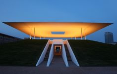 """The """"Twilight Epiphany"""" Skyspace by James Turrell at Rice University in Houston. Abstract Sculpture, Wood Sculpture, Metal Sculptures, James Turrell, Steven Holl, Roof Structure, Light Installation, Art Installations, Light Architecture"""