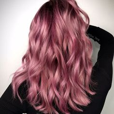Rose gold hair color ideas for blonde, brown and red hair. Best tutorial and photos with rose gold hair color. Gold Hair Colors, Ombre Hair Color, Cool Hair Color, Amazing Hair Color, Balayage Color, Rose Pink Hair, Purple Hair, Ombre Rose Gold Hair, Dark Pink Hair