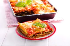 Think lasagna is off limits on a low-carb diet? SlimFast's Keto-friendly spin on an Italian classic, this delicious dish subs hearty zucchini for noodles. Enjoy for a delicious lunch or dinner as part of the standard SlimFast Plan or. Low Calorie Recipes, Diet Recipes, Slimfast Recipes, Fun Recipes, Diabetic Recipes, Chicken Recipes, Stuffed Pepper Soup, Stuffed Peppers, Low Carb Lasagna