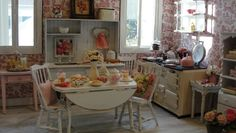 Miniature Shabby Chic Kitchen Scene. I wish my real kitchen looked like this! Amazing!