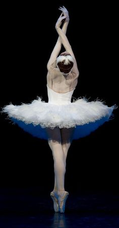 Swan Lake - this pose is probably the most gorgeous pose in all of ballet, when done right. Ballerina Dancing, Ballet Dancers, Shall We Dance, Just Dance, Ballet Photos, Ballet Pictures, Dance Like No One Is Watching, Pantomime, Tiny Dancer