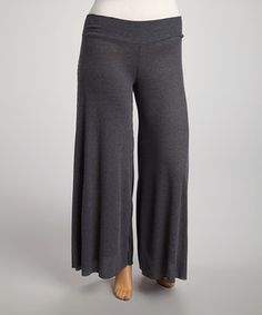 Craving the perfect combination of comfort and chic? Look no further. These palazzo pants blend softness and stretch with a loose and lightweight fit.