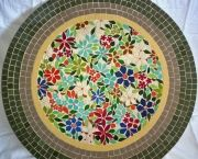 Mosaic Table with flowers in centre Easy Mosaic, Mosaic Tray, Mosaic Tile Art, Mosaic Crafts, Mosaic Projects, Stone Mosaic, Mosaic Glass, Mosaic Birdbath, Mosaic Designs