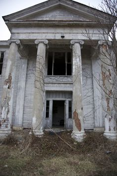 Abandoned mansion near Lexington, KY