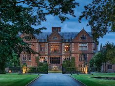 Dorfold Hall, Cheshire is such a romantic setting for a wedding and on Valentines Day we couldn't resist sharing this beautiful hidden gem… Manor Houses, Old Houses, Cheshire England, Castles In England, Country House Hotels, English Manor, Tudor House, Tudor Style, Beautiful Homes