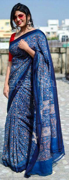 Blue and red and shades Simple Sarees, Trendy Sarees, Stylish Sarees, Beautiful Saree, Beautiful Outfits, Indian Dresses, Indian Outfits, Indigo Saree, Elegant Saree