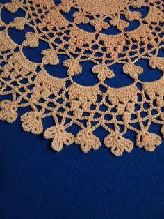Round crochet doily with shamrock pattern by Handicraftshed 8,00 €
