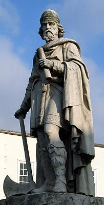 Count Gleichen's Statue of King Alfred the Great at Wantage, Oxon. - © Nash Ford Publishing