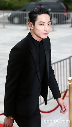 Lee Soo Hyuk, handsome and he knows how to dress