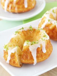 Key Lime Pie Bundt Cakes - The Breakfast Drama Queen - Gugelhupf - Bundt Cake Key Lime Pie, Bunt Cakes, Cupcake Cakes, Mini Bundt Cake, Mini Bunt Cake Recipes, Mini Desserts, Dessert Recipes, Plated Desserts, Cake Flavors