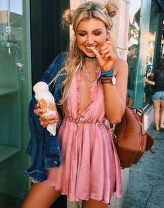 Awesome 37 Stylish Spring College Party Outfits Ideas. More at https://trendfashionist.com/2018/02/28/37-stylish-spring-college-party-outfits-ideas/ #partyoutfits