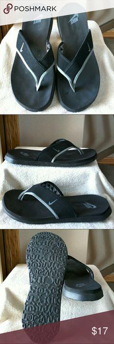 Nike flip flops Women s 11 Men s 10 Nike Shoes Sandals Nike Flip Flops d155c9d63