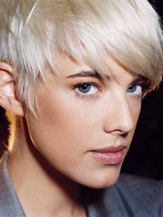 For the last couple of months, I've been fighting a growing desire to bleach my brown, never-colored hair a shocking Agyness Deyn white-blonde. (Seeing Emily Weiss's recent transformation on Into the Gloss didn't help. Short White Hair, Edgy Short Hair, Short Hair Cuts, Short Hair Styles, Short Pixie, Girls Short Haircuts, Short Hairstyles For Thick Hair, Pixie Hairstyles, Blonde Hairstyles