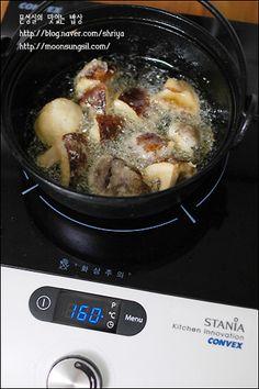 (표고버섯강정) 고기보다 더 맛있넹~~~^^ Korean Food, Pork, Menu, Chicken, Cooking, Kitchen, Recipes, Kale Stir Fry, Menu Board Design