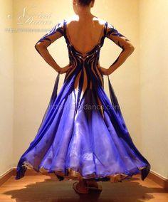 社交ダンスウェアNiniDance:D488群青色の曲線が妖艶な魅力を醸し出すモダンドレス