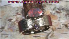 14 Karat Gelbgoldring mit Top GEM Semi Black Opal 0,57 ct und Top Diamanten 0,10 ct