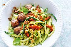 Kijk wat een lekker recept ik heb gevonden op Allerhande! Courgetti met vegaballetjes & tomaat