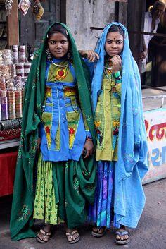 Tribal Garasia girls in Ambaji market, Gujarat, India We Are The World, People Around The World, Ethnic Fashion, Indian Fashion, Indiana, Tribal India, Amazing India, Ethnic Dress, Mahatma Gandhi