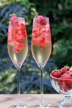 Valentine's Day Drinks, Party Drinks, Summer Drinks, Wine Parties, Brunch Drinks, Brunch Food, Wine Cocktails, Alcoholic Drinks, Cocktail Recipes