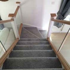 Browse our gallery of modern and traditional staircase installations and renovations in a range of materials including oak, glass and stainless steel.