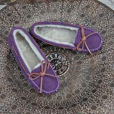 #shearlingslippers #womensslippers #womensshearlingslippers #shearlinglinedslippers Shearling Slippers, Sperrys, Moccasins, Boat Shoes, Women, Fashion, Fuzzy Slippers, Penny Loafers, Moda