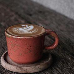What is the color of your fav mug? Props to @erin_alianto #thirdwavecoffee#artisancoffee#coffeelove#artisan#espresso#coffeeshops#baristalove#barista#espressolove#coffeephoto
