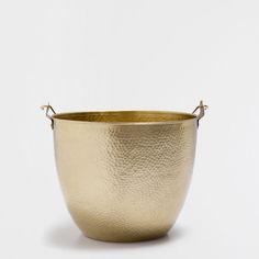 Zara Home Danmark Zara Home, Basket Decoration, Moscow Mule Mugs, Flower Pots, United Kingdom, Lounge, Baskets, Wood Ideas, Bathroom Accessories