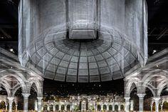 Galeria de Instalação de arame reconstrói elementos clássicos da Arquitetura - 5