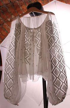 Peasant Blouse, Kimono Top, Traditional Fashion, Gorgeous Fabrics, Girls World, Boho Tops, Casual Chic, Costume, Wedding Dresses