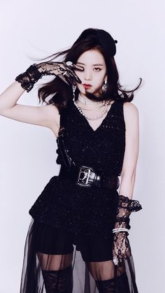 Blackpink Jisoo, Blackpink Fashion, Korean Fashion, Lisa Park, Poses Modelo, Black Pink ジス, Blackpink Members, Blackpink Photos, Jennie Blackpink