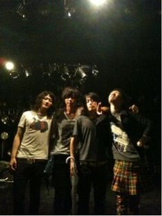 [Champagne]2011/6/11 大阪ありがとうございました。写真はクアトロのステージ上での4ショットです。/tour 2011 「I Wanna Go To Hawaii.」 〜いや、総長マジで〜@心斎橋 CLUB QUATTRO: