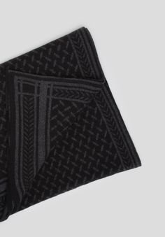 Blanket Trinity Classic Nero/Tight – our luxurious cashmere blanket with kufiya pattern in black on black – is a Kufiya Noire Capsule Collection exclusive.  This blanket is limited edition and only available during Christmas season!  #lalaberlin #lala #berlin #lalaloves #kufiyanoire #special #edition #autumn #winter #aw16 #black #cosy
