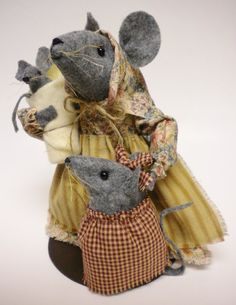 Mama Mouse and Children Mother's Day Primitive Mice Family by Pearce's Craft Shop $39.95 plus shipping