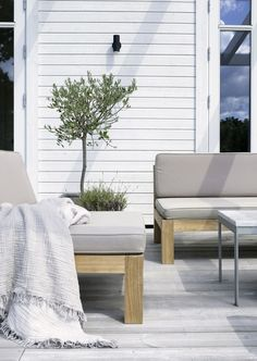 10 ways to create a scandinavian look. I'm the face behind Scandinavian Home Designs. A young staging- and home design business located in South Bay Area. Outdoor Lounge, Outdoor Areas, Outdoor Rooms, Outdoor Furniture Sets, Outdoor Decor, Back Patio, Backyard Patio, Arlington House, Scandinavian Garden