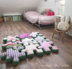 Alfombra-puzzle Piece Floor Cushions // these are so cool not to mention cute! by Au Pays des Cactus Deco Kids, Pillow Room, Cute Pillows, Patchwork Quilting, Puzzle Pieces, Kid Spaces, Kids Decor, Decor Ideas, Soft Furnishings
