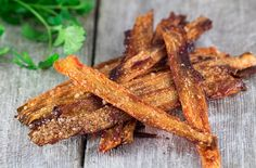 The healthiest vegan bacon substitute only takes minutes to make, and all you need is some carrots. Here's how to make carrot bacon. Carrot Bacon Recipe, Bacon Recipes, Free Recipes, Easy Recipes, Keto Recipes, Dinner Recipes, Vegetarian Bacon, Vegetarian Recipes, Healthy Recipes