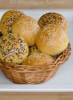 Bułeczki pszenne na jogurcie przepis   Sprawdzona Kuchnia Bagel, Hamburger, Bread, Cooking, Food, Amazing, Recipes, Brioche, Kitchen