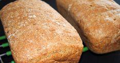 Grovt rugbrød med havresom både er saftig og godt og passer utmerket til matpakke. Oppskriften gir to store brød (2 l): 1 l skummet kultu... Norwegian Food, Omelette, Scones, Sandwiches, Berries, Food And Drink, Lunch, Baking, Breakfast