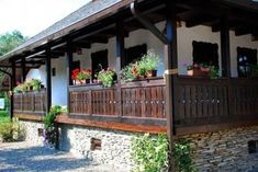 Case in stil traditional romanesc - cele mai frumoase poze Village House Design, Village Houses, A Frame House Plans, Small Cottage Homes, Magic House, Russian Architecture, Natural Building, Stone Houses, Home Fashion