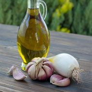 Olive Oil and Garlic Salad Dressing http://whtc.co/a9uc