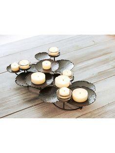 Wir mögen keine halben Sachen! Warum also nur ein Teelicht anzünden, wenn man gleich einen feurigen Lichterstrauß entfachen kann? #Winter #Wohnen #Kerzen