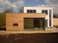 Tom Luyten - Gevelbekleding en oversteken House Extension Design, Roof Extension, Building A Wooden House, Detached Garage Designs, House Siding, Container House Design, House Extensions, Prefab Homes, Home Reno