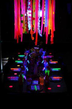 idea brillante: decoración para cumpleaños de colores neon