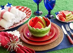 Fourth of July Table Settings | 4th of July table setting