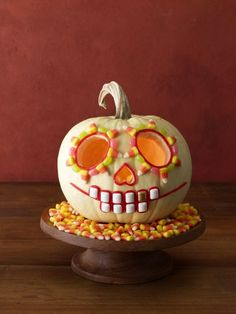 27 Creative and Scary Pumpkin-Carving Ideas for Halloween. Halloween spooky decoration ideas with pumpkins. Creative pumpkins decoration ideas for Halloween. Halloween indoor and outdoor decoration ideas. Pumpkin Face Carving, Funny Pumpkin Carvings, Amazing Pumpkin Carving, Skull Pumpkin, Spooky Pumpkin, Pumpkin Faces, Candy Pumpkin, Skeleton Pumpkin, Pumpkin Crafts