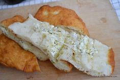 Langosi cu branza si marar   Savori Urbane Camembert Cheese, Dairy, Pizza, Bread, Recipes, Food, Meal, Food Recipes, Essen