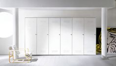 Citybox in un look total white che ne esalta le linee semplici e pulite / Citybox in a total white look that highlights the clean and simple lines! Estilo Interior, Interior Styling, Bauhaus, Steel Wardrobe, Office Furniture, Furniture Design, Agi Architects, Wardrobe Design, Simple Lines