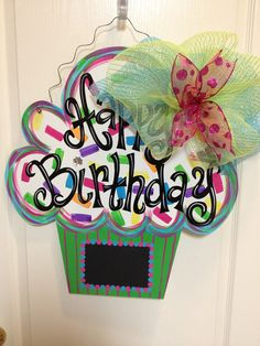 Birthday Chalkboard Door Hanger LOVE this for my classroom door! Second grade is sweet! Birthday Door, Classroom Birthday, Classroom Door, Birthday Bulletin, Happy Birthday, Burlap Crafts, Wood Crafts, Diy Crafts, Burlap Door Hangers