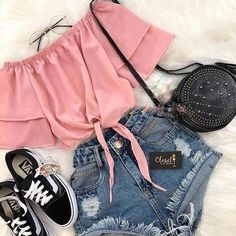 #paillettes #jeans #pull #lifestyle #cool #moment #plaisir #pantalon #schoes #ootdgirls #lookoftheday #lookbook #lookgood #fashiongirl #fashionshoes #fashioninspiration #inspiration #blonde #blondgirl #blondehair #blondie #frenchgirl #fitnessgirl #shoes #shoesaddict #addict #addicted #black #blanckandwhite #collants
